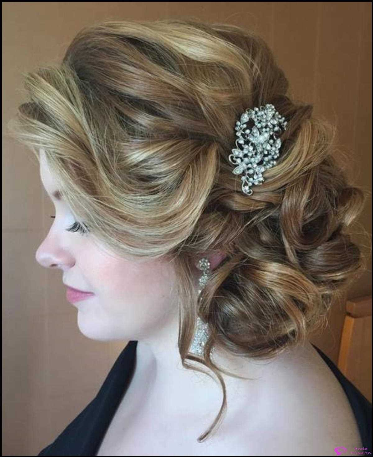 Fancy Free Messy Seite Updo