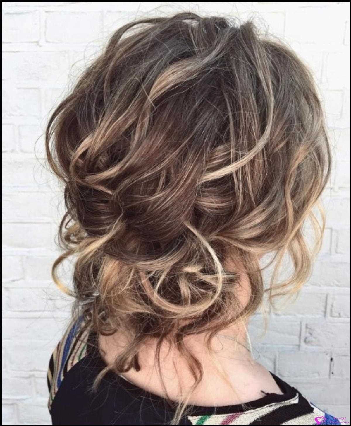 Low Wellig Messy Updo